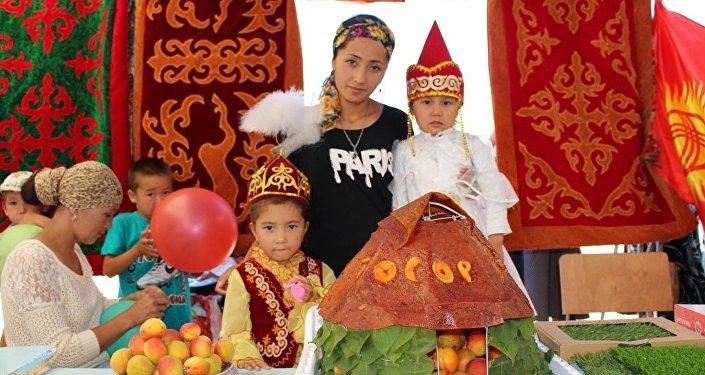 Ысык-Көл облусунун Жети-Өгүз районуна караштуу Тосор айылында Өрүк fest-2016 фестивалы өттү