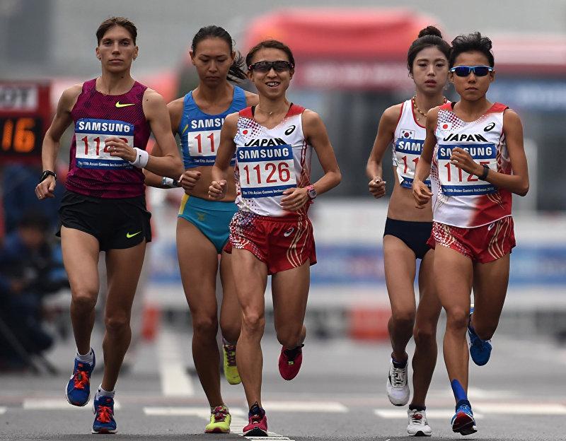 Бегунья на длинные дистанции, участница двух летних Олимпийских игр Юлия Андреева (крайняя слева) во время Олимпийских игр 2014 года в Южной Корее