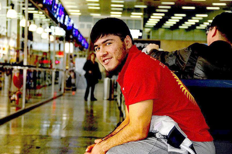 Участник Олимпиады-2016, 22-летний чемпион Азии, тяжелоатлет Иззат Артыков