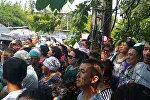 Крики митингующих и оцепление милиции — акция протеста в Бишкеке