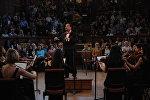 Түрк маданиятынын эл аралык уюмунун (ТҮРКСОЙ) жаштар камералык оркестры Англиянын Оксфорд шаарында концерт учурунда