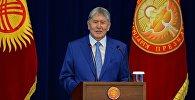 Кыргызстандын президенти Алмазбек Атамбаевдин архивидк сүрөтү