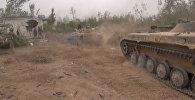 Сирийская армия танками и пехотой атаковала позиции боевиков под Дамаском
