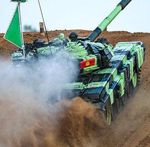 Подготовка участников танкового биатлона на военном полигоне Алабино в России