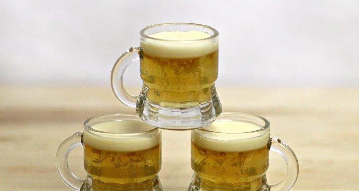 Кружки с пивом. Архивное фото