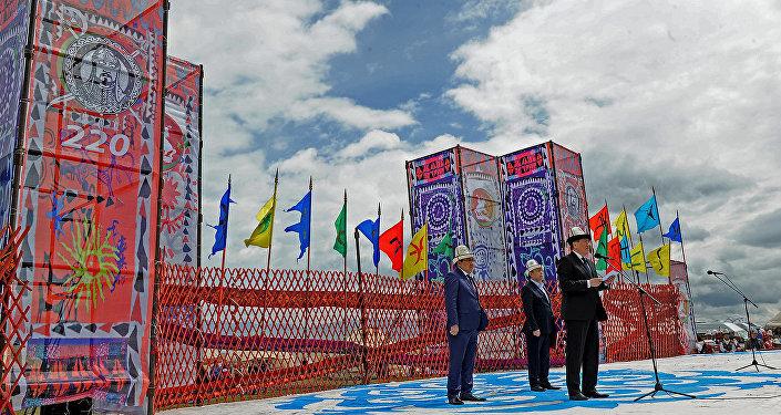 Куттуктоо сөздөрүн Жогорку Кеңештин төрагасы Чыныбай Турсунбеков менен премьер-министр Сооронбай Жээнбеков сүйлөп, Тайлак баатырдын кыргыз тарыхындагы ордуна кеңири токтолушту