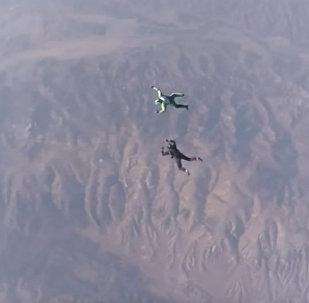 Американец прыгнул без парашюта с высоты почти 8 тыс метров