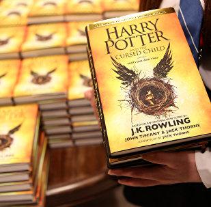 Новая книга Джоан Роулинг Гарри Поттер и Проклятое дитя. Архивное фото
