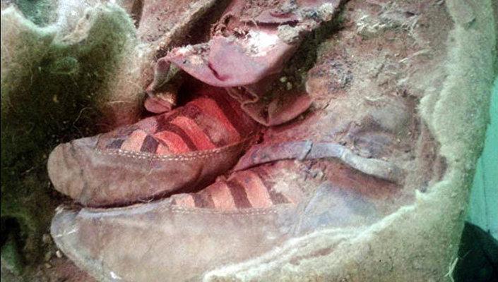 Обувь, найденная археологами Алтая, напоминающая кроссовки Adidas