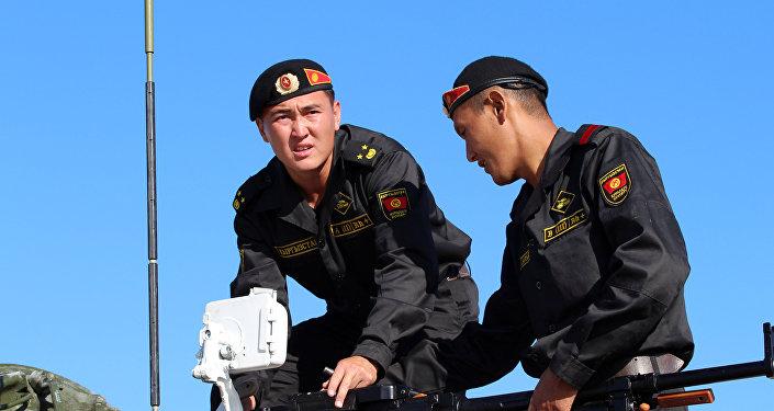 Кыргызстанские военнослужащие начали свое выступление в Танковом биатлоне — 2016