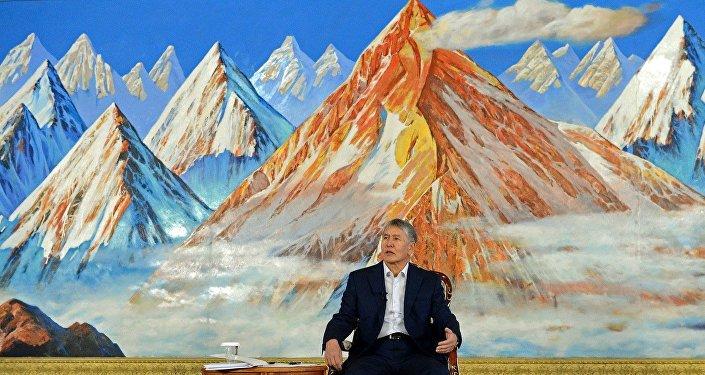 Президент Кыргызской Республики Алмазбек Атамбаев на пресс-конференции