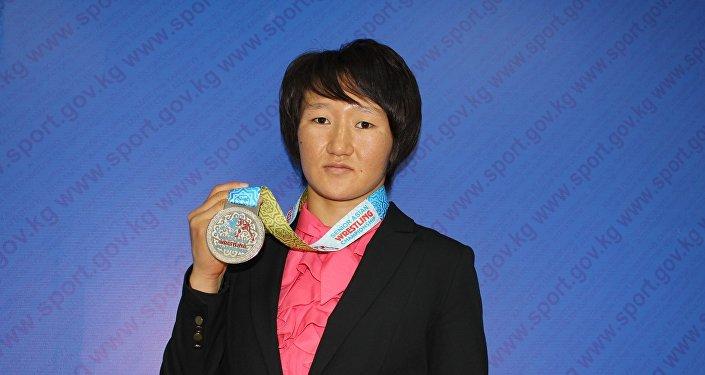 Участница Олимпиады-2016, борец Айсулуу Тыныбекова