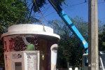 Демонтаж незаконно установленной кофейни по улице Шопокова возле здания ЦУМа Айчурек