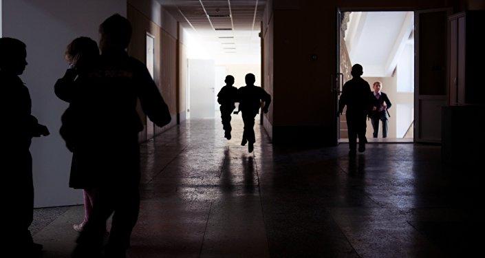 Школьники на перемене. Архивное фото