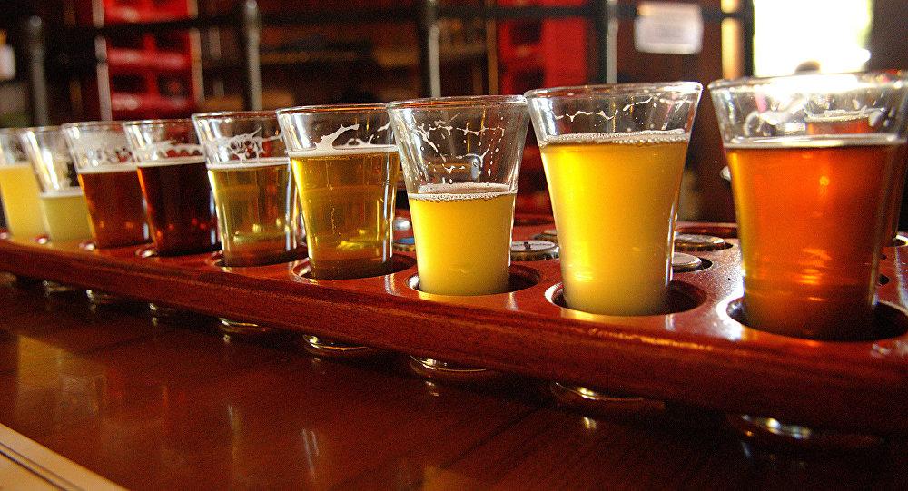 Алкоголь в стакане. Архивное фото