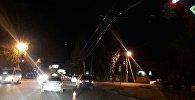 Оборванные провода троллейбусной линии по улице Юнусалиева в Бишкеке