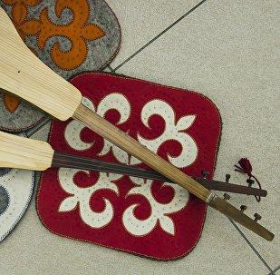 Кыргызские национальные музыкальные инструменты — комуз