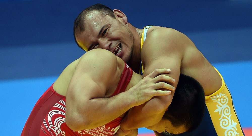 Борец греко-римского стиля Жанарбек Кенжеев во время соревнований. Архивное фото
