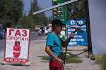 Архивное фото продавца автомобильного газа