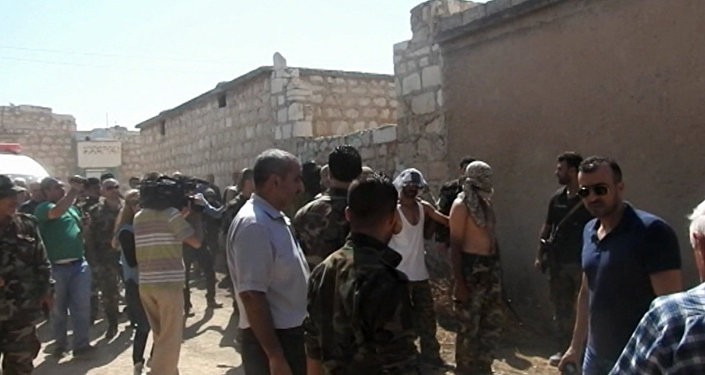 Боевики сдались в гумкоридоре в Алеппо где жители города получали помощь