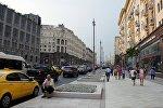 Прохожие на одном из улиц Москвы. Архивное фото
