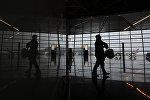 Пассажиры в зале ожидания аэропорта Внуково