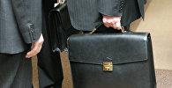Чиновник с портфелем. Архивное фото