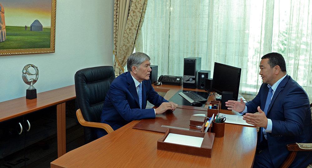 Президент Алмазбек Атамбаев и Полномочный представитель Правительства в Иссык-Кульской области Асхат Акибаев