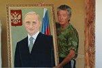 Саймачи из Ак-Талинского района Алмаз Кожогулов с портретом Владимира Путина из ниток