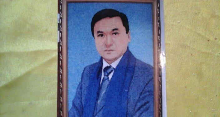 Жогорку Кеңештин депутаты Каныбек Иманалиевдин саймаланган портрети