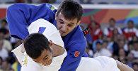 Кыргызстандык дзюдочу Отар Бестаев азербайжандык спортчу Орхан Сафаров менен беттеш учурунда