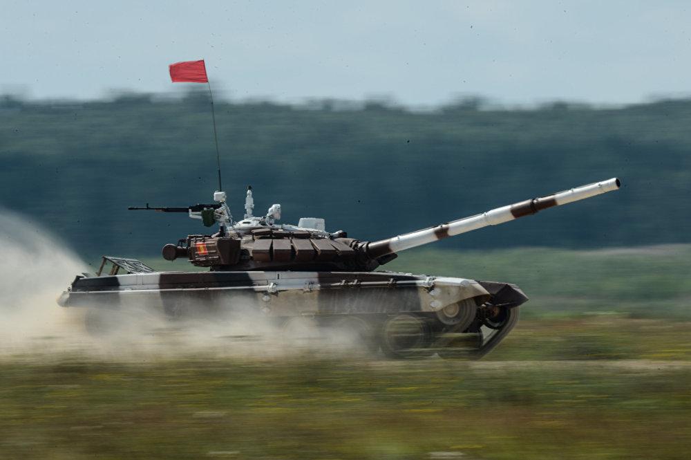 Кыргыз танкисттери Алабино аскер полигонунда Ар Ми-2016 армиялык оюндарынын танкалык биатлонго катышуу  учурунда