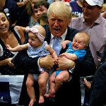 АКШнын президенттигине талапкер болуп жаткан Дональд Трамптын шайлоочулар менен жолугушуп жаткан учуру