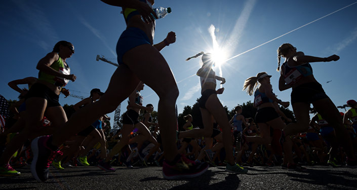 Бегунья во время марафона. Архивное фото
