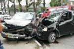 Дордой базарынын жака белинде Honda HRV унаасы менен Daihatsu YRV машинасы кагылышты