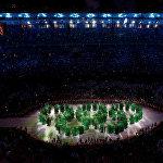 Рио-де-Жанейродогу Маракана стадионунда XXXI Олимпиада оюндарынын ачылыш салтанаты болуп, ал Бразилиянын тарыхын, саясий, экономикалык жана социалдык абал чагылдырылган чоң концерт менен коштолду