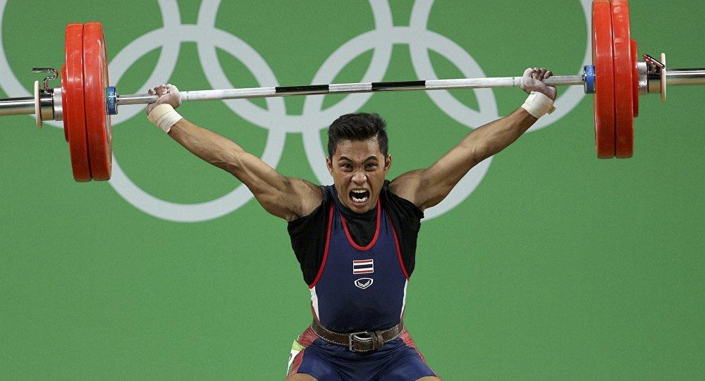 Бабушка бронзового призераОИ изТаиланда скончалась впроцессе просмотра состязаний