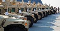Американские бронированные автомобили HMMWV. Архивное фото