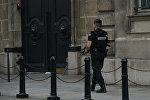 Францияынын полиция кызматкери. Архив