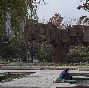 Вопрос мэрии: когда будет восстановлен памятник Эл Куту?
