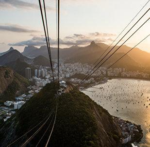 Канатная дорога на смотровую площадку на горе Сахарная голова в Рио-де-Жанейро.