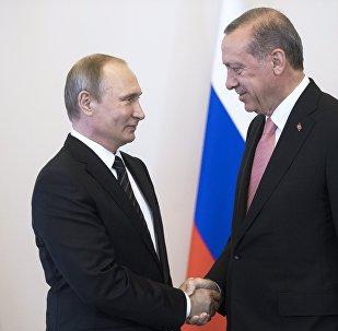 Түркиянын президенти Тайип Эрдоган Россиянын президенти Владимир Путин менен Санкт-Петербург шаарында жолуккан учурда