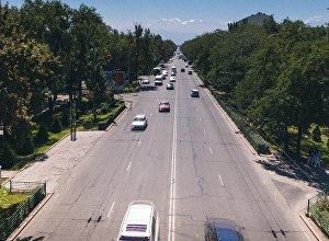 Движение автомобилей на проспекте Чынгыза Айтматова в Бишкеке. Архивное фото
