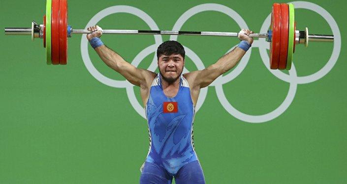 Китайский тяжелоатлет ШиЧжиюн взял золотоОИ вкатегории до69кг