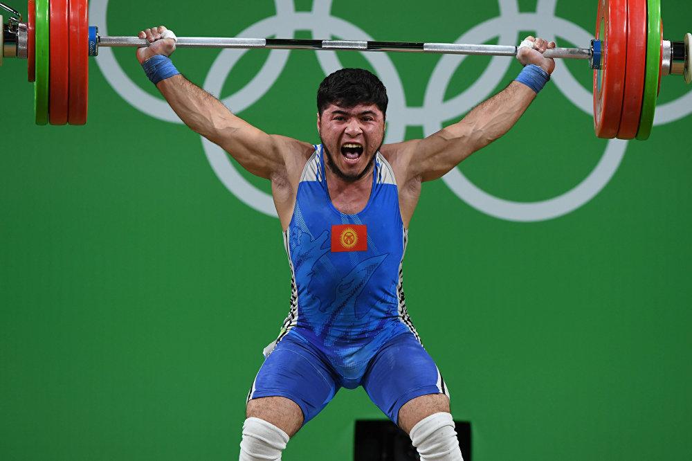 Китайский тяжелоатлет принес собственной команде восьмое золото Олимпиады