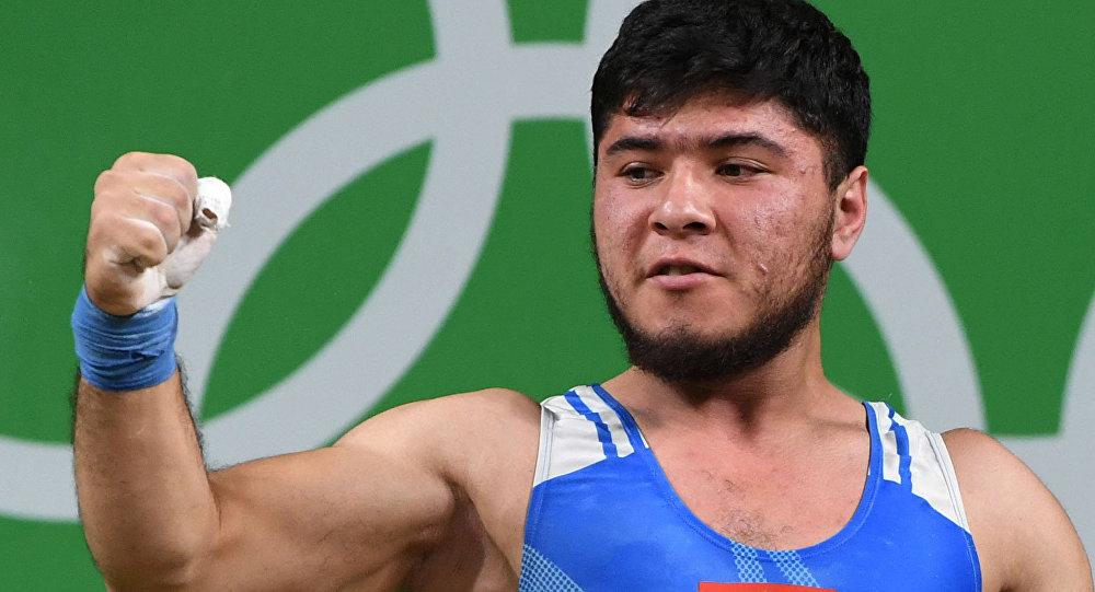 Кыргызстанский тяжелоатлет Иззат Артыков завоевал «бронзу» Олимпиады вРио