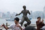 Памятник Брюсу Ли, расположенный на набережной в Гонконге. Архивное фото
