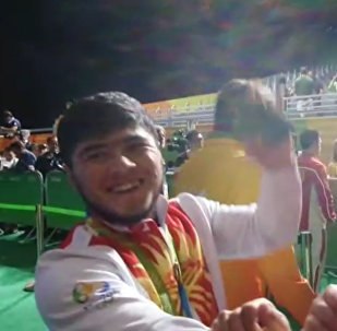 Слезы радости и кыргызский флаг. Кадры награждения Артыкова в Рио