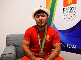 Риодогу жеңиштен кийин. Оор атлетчи менен машыктыруучусу кыргызстандыктарга ыраазы