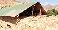 Бойцы МЧС после селя расчищали дороги и жилые дома от грязи до потолка